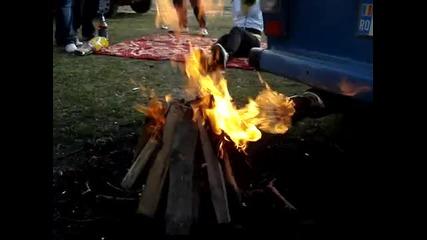 Така се пали огън, ако нямаш запалка или кибрит