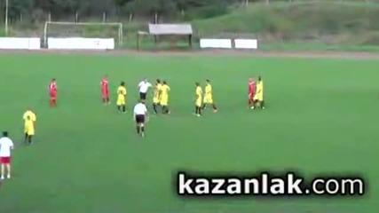 Футболисти бият съдия в Казанлък