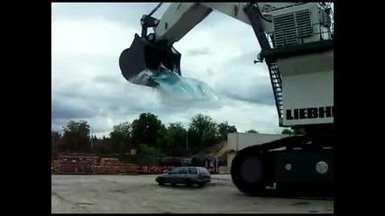 Как да си измиеш колата с една кофа вода