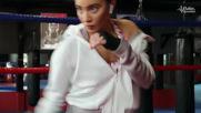 На тренировка по бокс с певицата Биляна Лазарова