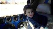 Баща учи синът си да работи с 40 000w car audio system