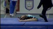 Гимнастичка се размина с травма след жестоко падане