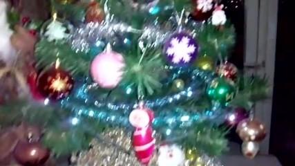 Велислав се радва на Коледните празници :)