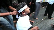 India: Shia Muslims shed blood for Hussein on Chehlum