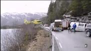 Хеликоптер каца на мантинелата при спасителна акция в Норвегия)