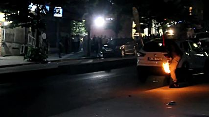 Turkey: Molotov cocktails fly as police and leftists battle in Istanbul