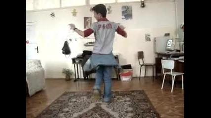 Момче Играе Супер Кючек!!!!!!!