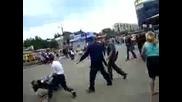 Не е лесно да си руснак!!!бой на улицата! (32)
