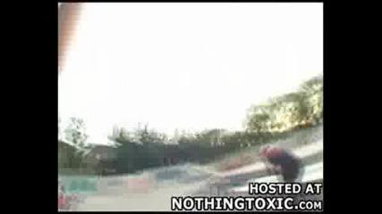 Двама Скеитъри Се Сблъскват Лице В Лице