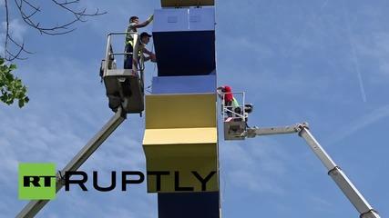 Germany: Amid Greek debt crisis, Frankfurt's euro symbol gets makeover