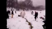 Огромна снежна топка
