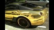 Позлатено Ferrari 599