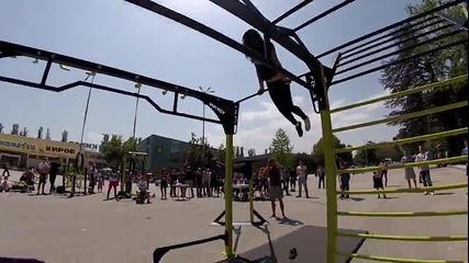 13-годишно момиче показва завидни силови умения!