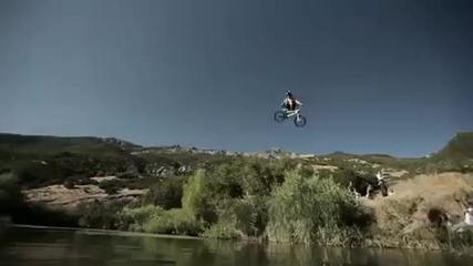 луди скокове в вода