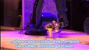 Робот барман забърква всякакви напитки на луксозен кораб