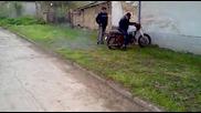 Vladi ot Krushovene se u4i da kara motor