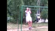 86 годишен дядо с бастун на лоста
