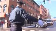 Танцуващия полицай се завърна !