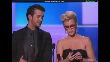 Нашето момче взе и най-добър поп албум на американските музикални награди ;* честито