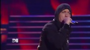 Превод! Прекрасно шоу от Rihanna ft. Eminem - Love The Way You Lie and Not Afraid ( Live M T V )
