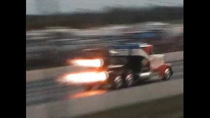 Най - бързия камион на света.