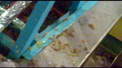 Разпечатване на пчелни пити с ел. нож