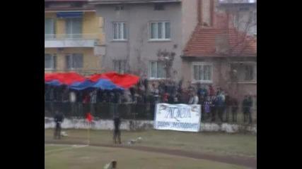 Феновете на Асеновец преди мача срещу Ботев