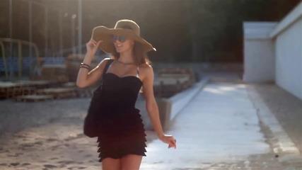 """""""Съвременното момиче на плаж"""" - Типично Shorts"""