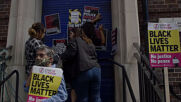 UK: BLM rally outside Tottenham police station marks anniv. of Mark Duggan's death