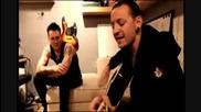Честър Бенингтън свири на китара песента , , Let Down, , (hd)