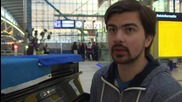 Netherlands: Kiev's 'Pianist Extremist' serenades for EU accession at train station