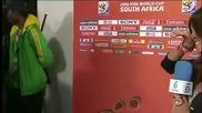 Икер Касияс Целува Приятелката Си Сара Карбонеро В Ефир След Победата На Испания С 1:0 Над Холандия