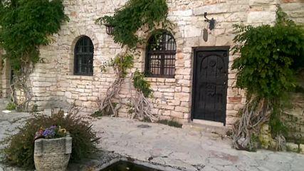 Водно огледало с лилии - двореца в Балчик