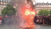 France: Paris is burning Macron effigy