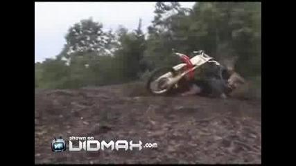 Мотора падна на главата му