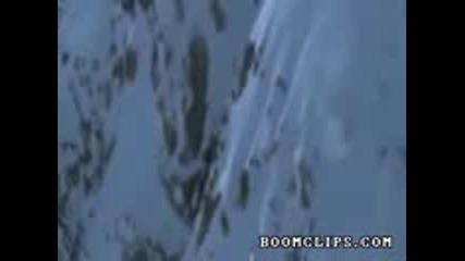 extremno spuskane s snowboard po mnogo strumen sklon