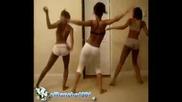 Три момичета танцуват яко - Коя е вашата фаворитка - Аз съм за момичето в белият клин
