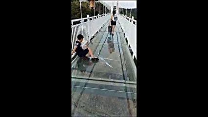 имитация на чупещо се стъкло