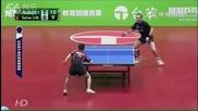 Двубой по тенис на маса се превръща в яко шоу за зрителите и състезателите