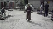 Бабичка танцува гоу гоу