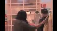 Rihanna и Melissa пазаруват в Soho - /05.05.2009/ (hq Video)