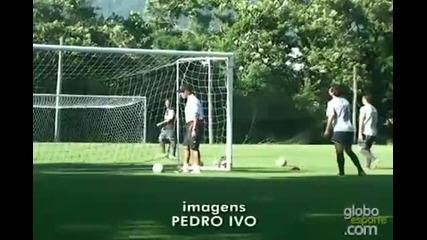 Роналдиньо не признава законите на физиката