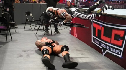 Rey Mysterio finds an innovative use for a steel chair in his clash with Randy Orton: WWE TLC 2018 (WWE Network Exclusiv