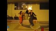 Руснак задминава ориенталска танцьорка