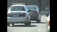 Полицай раздава правосъдие на пътя !