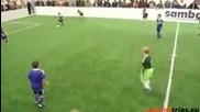 Вижте как играят 8 годишните таланти на Аякс