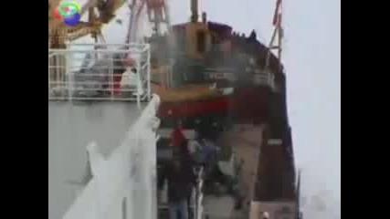 Хеликоптер катастрофира на кораб