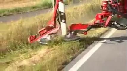 Супер техника коси тревата край магистралите в Европа!
