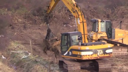 France: Diggers forge path to Calais refugee camp ahead of demolition