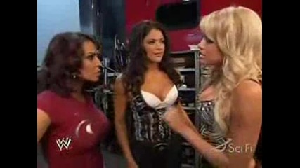 Kelly Kelly Eve and Layla backstage (пародия)